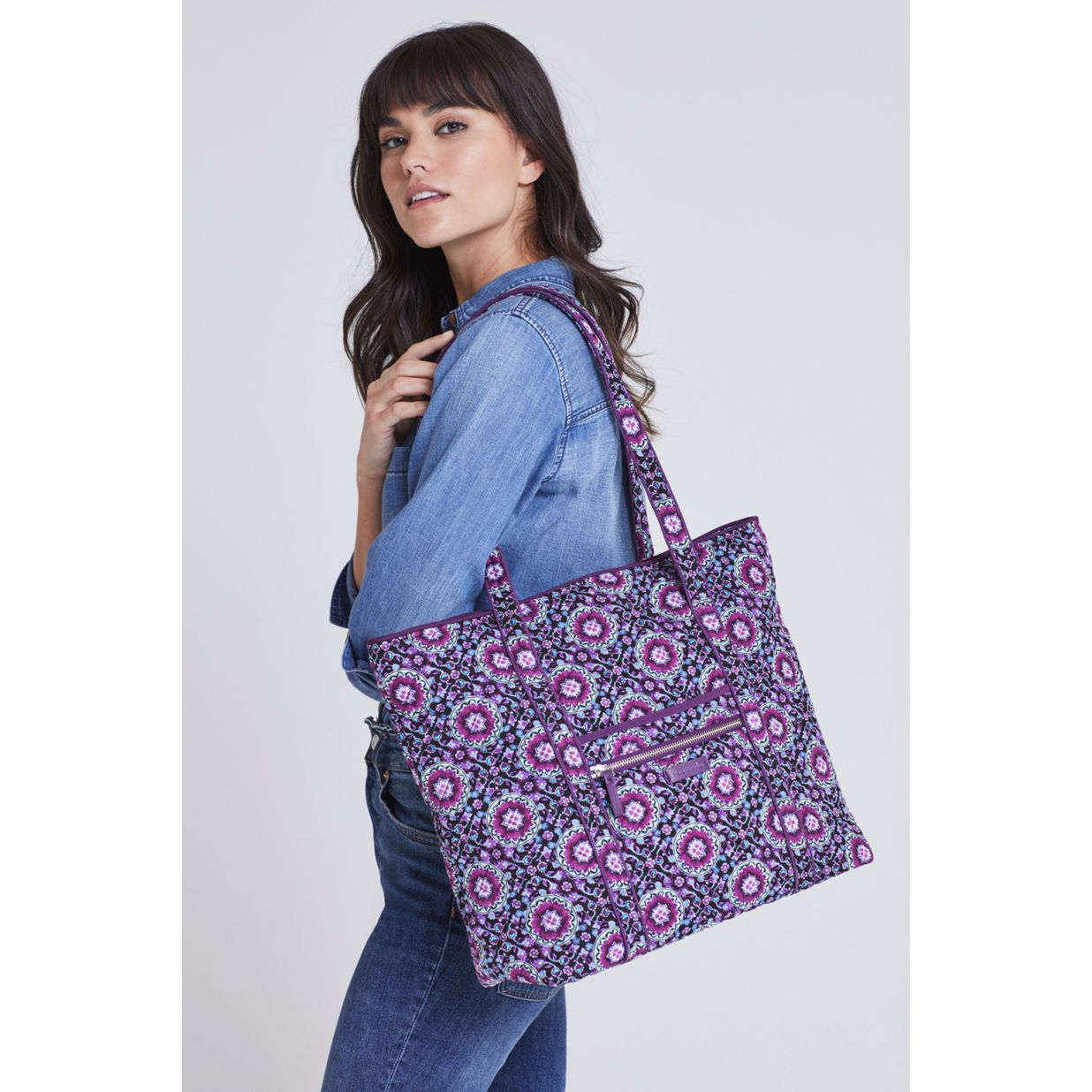 7e262972b1 ... Image of Iconic Vera Tote in Shore Thing ...